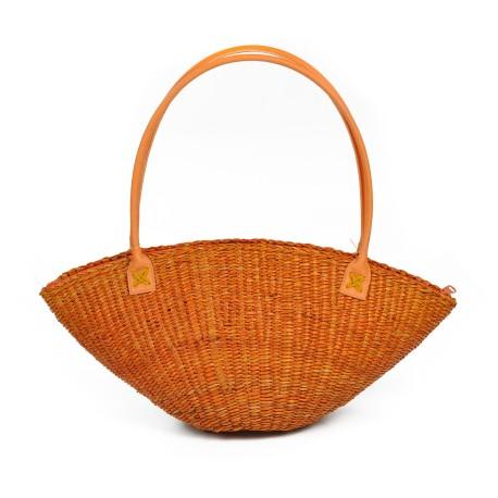 Naturalny koszyk na plażę, na lato